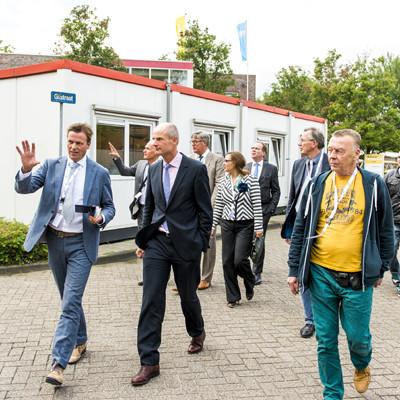 Minister blok bezoekt Nul op de meter project Agaatlaan Leiden